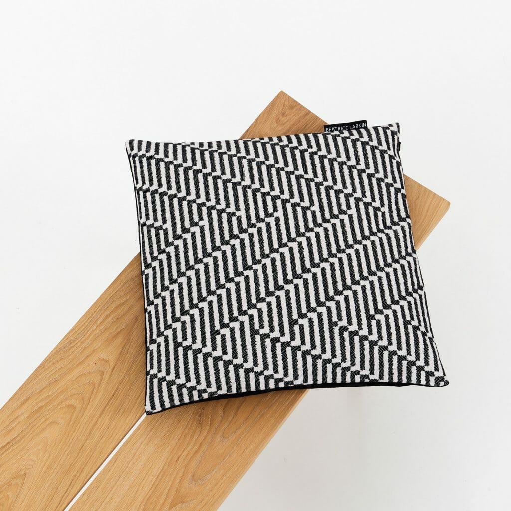 point-cushion-black-white-geometric-pattern