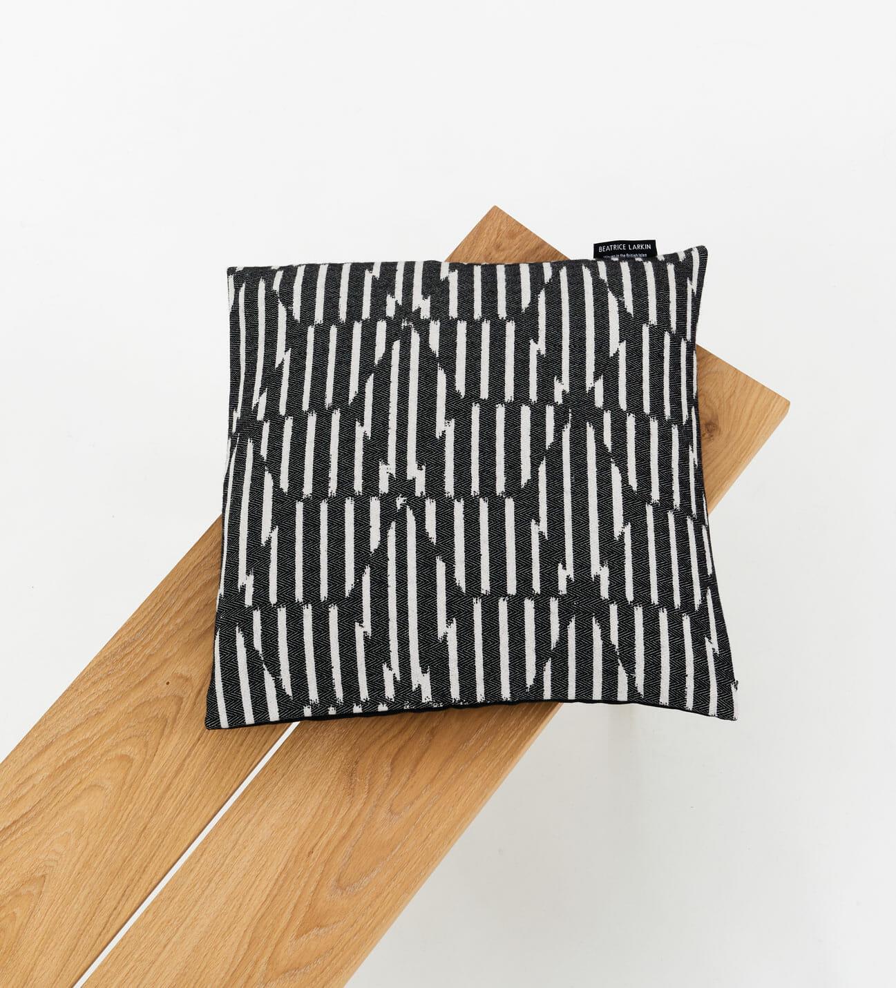 block-dark-cushion