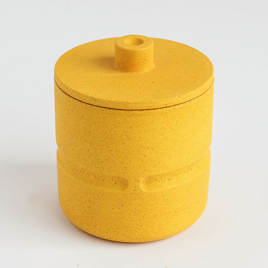 chubby-pot-with-lid-in-mustard-yellow