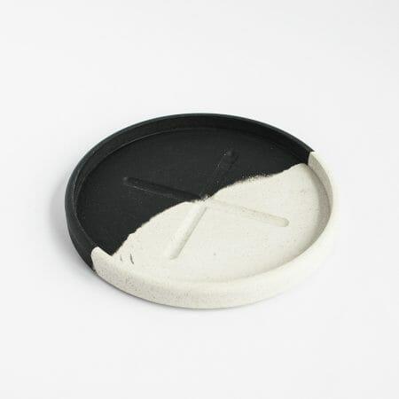 small-round-tray-monochrome