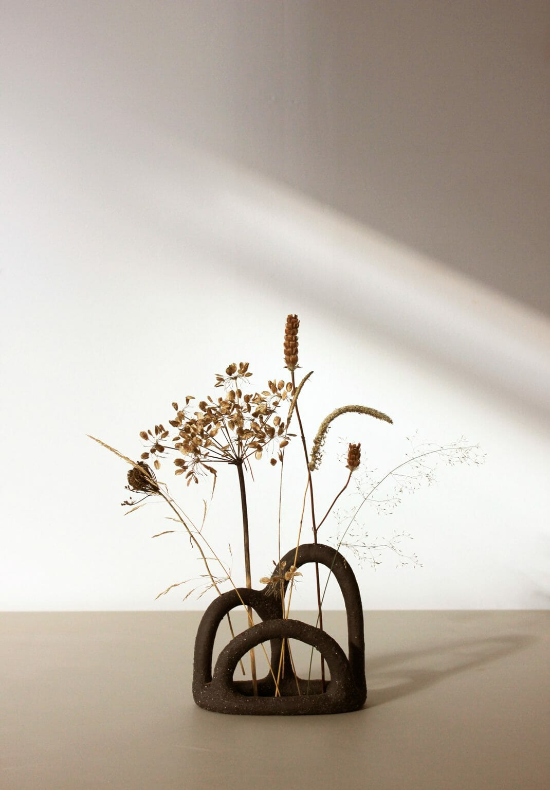 the-mountain-budvase-ceramics-plants-homeware-decoration-british-design