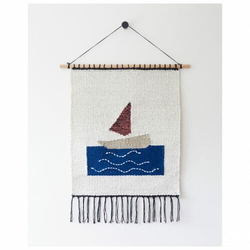 vene-wall-hanging-tapestry-art-sailing-boat-on-sea-blue-white-red