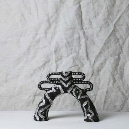 gazelle-vase-clay-monochrome