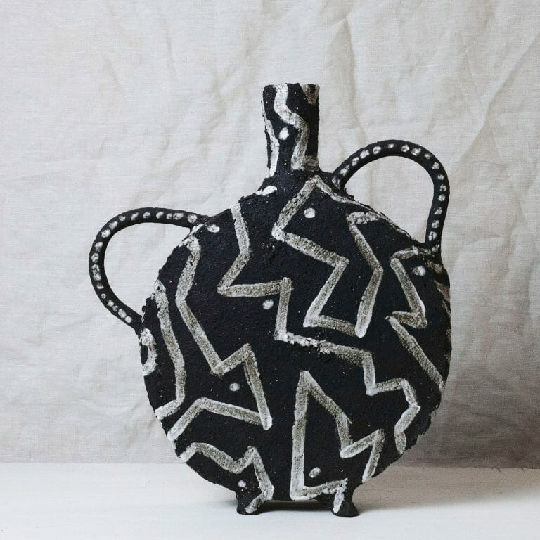 black-vase-I-monochrome-clay-white-geometric-patternbc