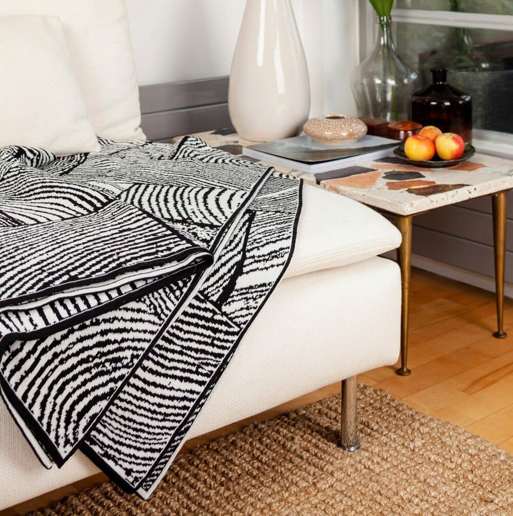 wood-block-throw-white-textiles
