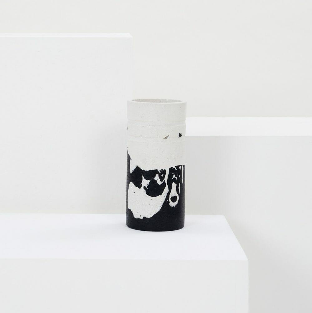 monochrome-vase-jesmonite-black-and-white-home-accessories