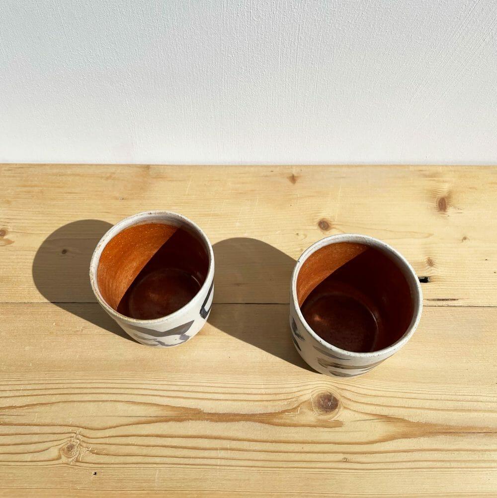 tea-tumbler-ceramic-cloud-white-glaze-blue-illustration-rusty-orange-inside