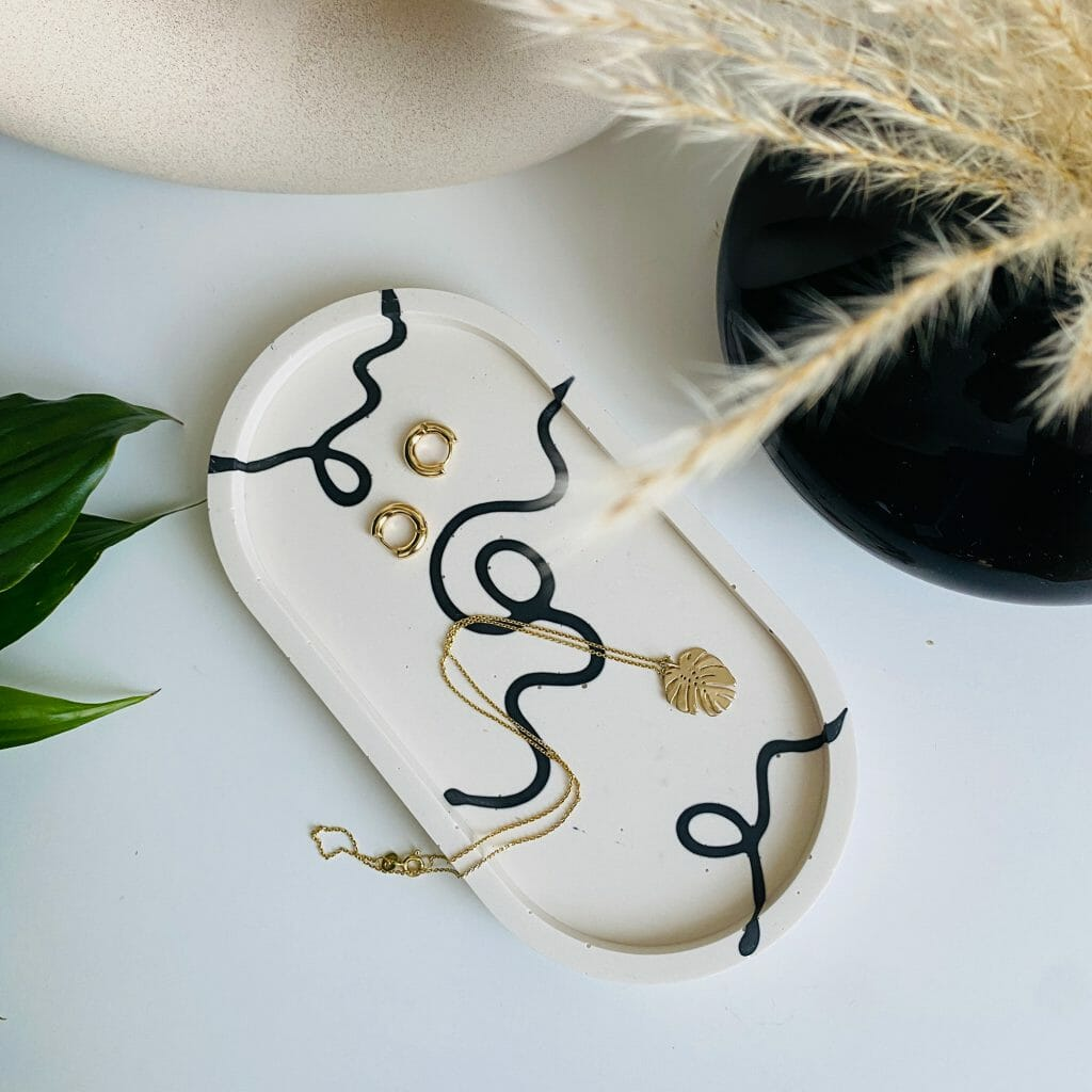 ink-oval-tray-jesmonite-homeware-jewellery-home-accessories