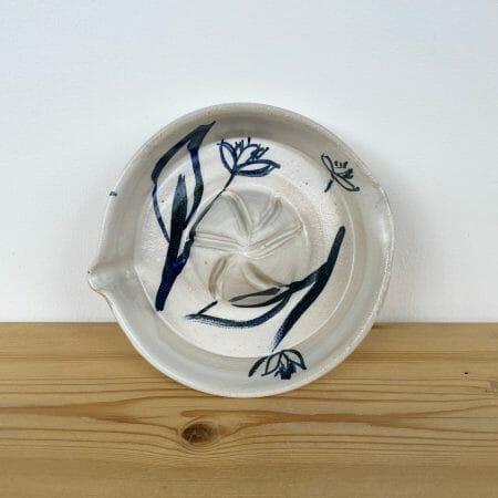 lemon-squeezer-ceramic-tableware-white-blue-illustration