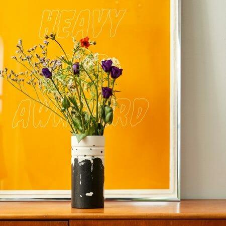 monochrome-vase-jesmonite-black-and-white-