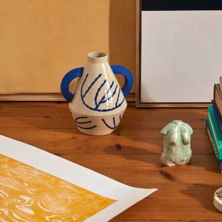 jumbo-handled-diamond-vase-in-coral-ceramic-handmade
